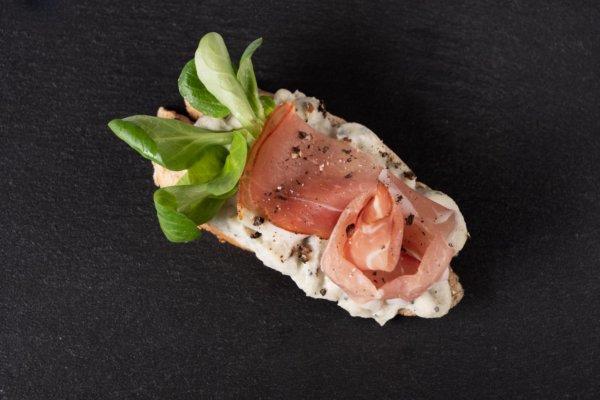 sonkás szendvics márványsajttal